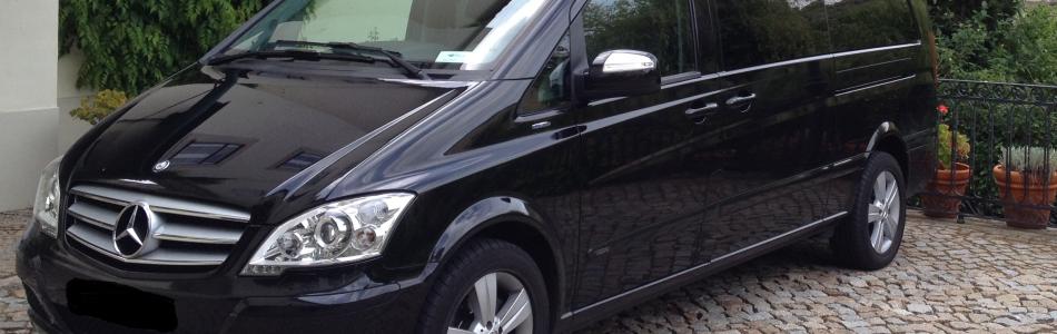 <h4>Mini-Van Mercedes Viano</h4> <h4>Ampla e com imenso espaço, grande conforto e multifacetada, oferecem as melhores condições não apenas num contexto familiar, mas também desportivo, profissional ou para o circuito turístico</h4>